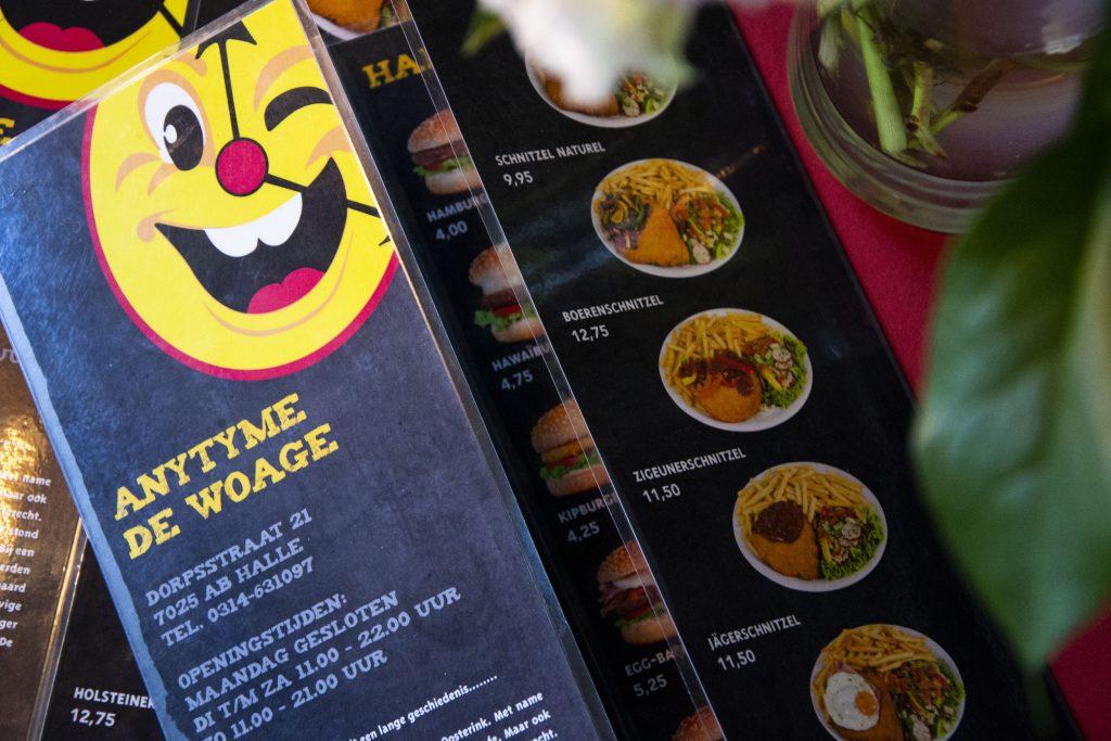 Kom genieten van heerlijke friet en een snack bij AnyTyme Snack & Dine de Woage in Halle!