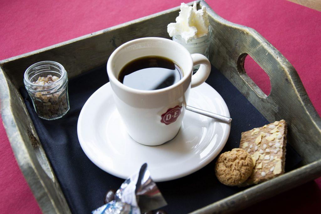Geniet van een heerlijke, verse kop koffie bij AnyTyme Snack & Dine de Woage in Halle!
