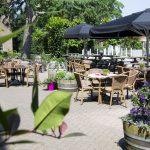 Geniet op ons ruime terras bij AnyTyme Snack & Dine de Woage in Halle!